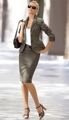 Skirt suits, uniforms, amazing dresses...: Elegance Office Fashion Women, Womens Fashion For Work, Corporate Attire Women, Outfit Stile, Moda Chic, Professional Attire, Business Dresses, Mode Style, Women's Fashion Dresses