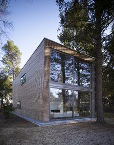 Minimumhouse: una 'mini casa' acristalada y ecosostenible en un bosque al sur de Berlín. | diariodesign.com