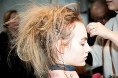 Le défilé Haider Ackermann automne-hiver 2015-2016, côté beauté http://www.vogue.fr/beaute/en-coulisses/diaporama/fwah2015-les-backstage-beaut-du-dfil-haider-ackermann-automne-hiver-2015-2016-la-fashion-week-de-paris/19525