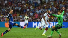 Rodrigo Palacio of Argentina shoots Sunday, 13 July 2014 RIO DE JANEIRO, BRAZIL - JULY 13: Rodrigo Palacio of Argentina shoots and misses wide against goalkeeper Manuel Neuer and Jerome Boateng of Germany during the 2014 FIFA World Cup Brazil Final match between Germany and Argentina at Maracana on July 13, 2014 in Rio de Janeiro, Brazil. (Photo by Laurence Griffiths/Getty Images) | www.dribblingman.com