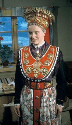 Magasin for Bunad og Folkedrakt Norwegian Clothing, Norwegian Wedding, Authentic Costumes, Viking Culture, Bridal Crown, Folk Costume, Colourful Outfits, Ethnic Fashion, Traditional Dresses