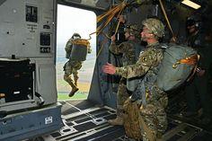 US Army paratrooper exiting a C-17 Globemaster III [5520 x 3680]