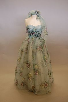 2229: A romantic floral printed ball gown, late 1940s-e : Lot 2229