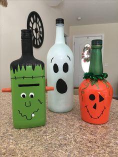 Thanksgiving Wood Crafts, Halloween Wood Crafts, Diy Halloween Decorations, Fall Crafts, Glass Bottle Crafts, Bottle Art, Halloween Bottles, Friend Crafts, Wine Bottles
