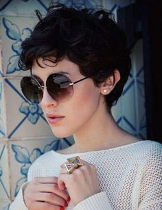 Platinum Blonde Pixie with Side Bang - 30 Standout Curly and Wavy Pixie Cuts - The Trending Hairstyle Shaggy Pixie Cuts, Short Curly Pixie, Pixie Haircut For Thick Hair, Longer Pixie Haircut, Short Curly Haircuts, Haircuts With Bangs, Curly Hair Cuts, Pixie Hairstyles, Short Hair Cuts