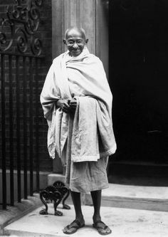 Gandhi in front of 10 Downing St, London 1931