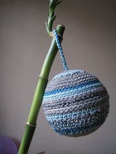 crochet ball by enpentedouce, via Flickr