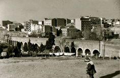Fotografía de Santos Yubero del acueducto de Amaniel tomada en 1956, una de las imágenes destacadas del libro.