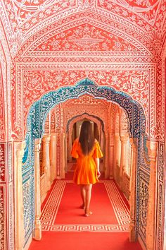 Samode Palace: a luxury hotel near Jaipur Can you believe that these frescoes are 250 years old? Samode Palace last summer. If you are a lover of a luxury hotel, then this royal palace, converted into a hotel in Jaipur, is everything you need. Beautiful Places To Visit, Cool Places To Visit, Places To Travel, Amazing Places, Jaipur Travel, India Travel, India Trip, Indian Architecture, Ancient Architecture