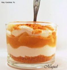 Tiramisú de manzana en vaso Delicious Deserts, Yummy Food, Apple Crumble Pie, Dessert In A Jar, Small Desserts, Chicken Salad Recipes, Candy Buffet, Mini Cakes, International Recipes