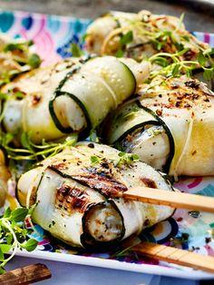 Eingepackt in Zucchini schmeckt der Fisch beim Grillen noch besser!
