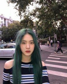 Hair Inspo, Hair Inspiration, Korean Hair Color, Korean Short Hair, Soft Grunge Hair, Hair Color Streaks, Ulzzang Korean Girl, Very Pretty Girl, Aesthetic Hair