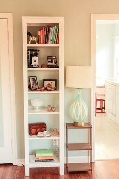 Eva & Jason's Charming Portland Bungalow – Bookshelf Decor Condo Living Room, Apartment Living, Apartment Therapy, Living Rooms, Interior Decorating Styles, Home Interior Design, Bookcase Decorating, Apartments Decorating, Decorating Ideas