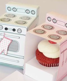 The cutest cupcake boxes EVER! Printable cupcake box to gift individual cupcakes as party favors, small birthday cake treats, or as a thank you gift. Cupcake Packaging, Cute Packaging, Cupcakes Packaging Ideas, Food Packaging Design, Jewelry Packaging, Retro Oven, Small Birthday Cakes, Diy Birthday, Birthday Gifts