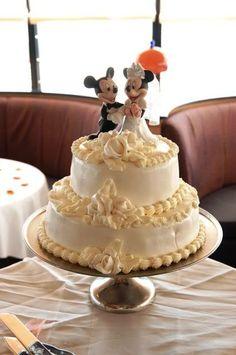 Wedding Spotlight: Jillian + Kirk | Magical Day Weddings | Disney Wedding Cake | <3 themarriedapp.com hearted <3