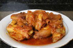Buena cocina mediterranea: Manitas de cerdo en salsa