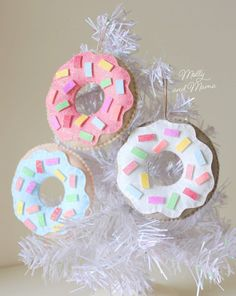 Christmas Donuts, Felt Christmas Ornaments, Christmas Crafts, Christmas Tree, Christmas Ideas, Christmas Sewing, Sewing Patterns Free, Free Sewing, Holiday Quilt Patterns