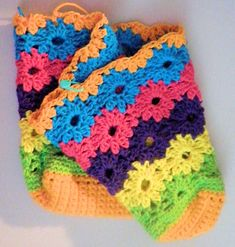 Tincture of Spring Purse crochet pattern ... flowers ... lined ... great free tutorial