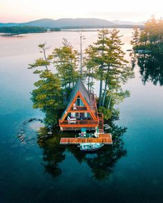 Cabin in New Hampshire Photo by: Michael Block Source A Frame Cabin, A Frame House, New Hampshire, Beautiful Homes, Beautiful Places, Wonderful Places, Cool Tree Houses, Cabins And Cottages, Cabin Homes