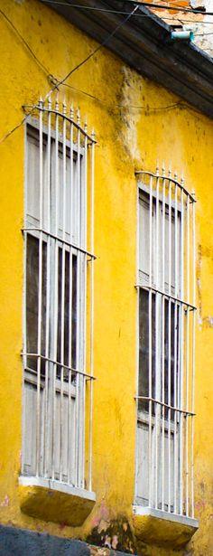 Parroquia Altagracia | Caracas - Visit photoblog: http://caracasshots.blogspot.com/2012/06/facade-focus-altagracia-1.html #Caracas