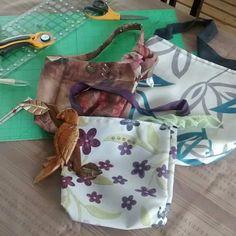 Sacs faits de tissus recyclés Recycled Fabric, Longchamp, Recycling, Fabrics, Tote Bag, Scrap Fabric, Bags, Carry Bag, Fabric