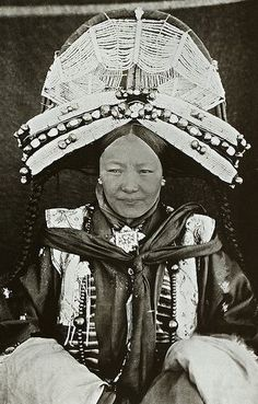 Tibetan dZi and other Himalayan Beads:  & Noble Mancu woman http://www.pinterest.com/pin/71424344064746896/