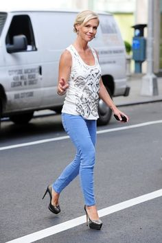 """""""90210"""" actress Jennie Garth gives a wave as she makes her way out of the """"Fox and Friends"""" show in New York City."""