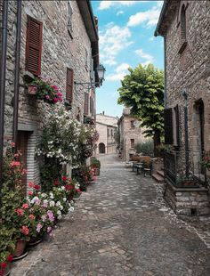 Frontino, historic village in Montefeltro, Pesaro Urbino, Marches, Italy | By Claudio Colombo