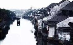 """周庄,是中华人民共和国江苏省苏州市昆山市下辖的一个乡镇级行政单位, 周围湖荡环列,镇内河港纵横,是典型的江南水乡,被誉为""""中国第一水乡""""。目前已经成为著名风景旅游区。"""