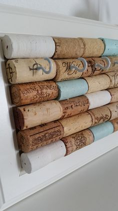 DIY key rack from old wine corks. Cool idea to imitate DIY keys . - DIY key rack from old wine corks. Cool idea to imitate DIY key holder from old wine corks. Diy Jewelry Unique, Diy Jewelry To Sell, Diy Jewelry Holder, Jewelry Hooks, Jewelry Rings, Diy Hacks, Wine Cork Crafts, Diy Jewelry Inspiration, Diy Rings