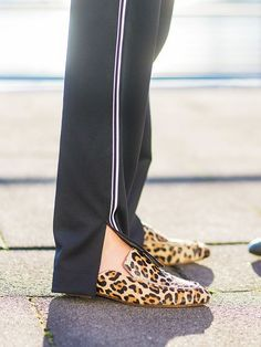 Both the fashion crowd and celebrities have fully embraced animal print this season. Heres how to wear it in the most modern of ways. Leopard Print Jacket, Leopard Print Shoes, Mules Animal, Red Leather Boots, Fall Outfits, Casual Outfits, Leopard Fashion, Only Fashion, Women's Fashion