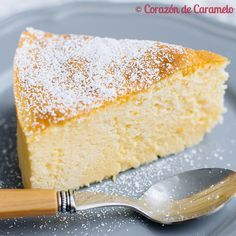 Si hay una tarta que de verdad hay que probar aunque sea una vez en la vida, esa es la tarta de queso japonesa. No tengo palabras para describir la increíble textura y el sabor tan delicado que tie... Mini Cakes, Cupcake Cakes, Fresh Cake, Poke Cakes, Pan Dulce, No Cook Desserts, Pie Dessert, Sweet Cakes, Cake Cookies