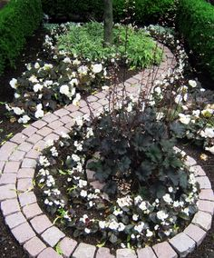 Affordable Beautiful Garden Path For Your Garden 51 (Affordable Beautiful Garden Path For Your Garden design ideas and photos Spiral Garden, Moon Garden, Dream Garden, Garden Bed, Unique Gardens, Amazing Gardens, Beautiful Gardens, Garden Shrubs, Shade Garden