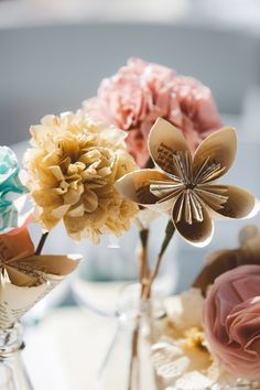 Paper flowers | Photo by Dear Heart Photos | Read more - http://www.100layercake.com/blog/?p=76284