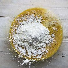 Tort Sasha cu nucă și ciocolată – Chef Nicolaie Tomescu Mai, Camembert Cheese, Tarot, Cake Recipes, Deserts, Food, Mascarpone, Easy Cake Recipes, Essen