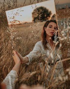 #espelho #fotoexterna #model Mirror Photography, Creative Portrait Photography, Portrait Photography Poses, Photography Poses Women, Creative Portraits, Photography Editing, Inspiring Photography, Stunning Photography, Photography Tutorials