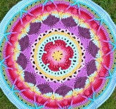This is a photo tutorial for Part 1 (of of Sophie's Mandala, inspired by Chris Simon's Lace Petals Square. Part 1 covers making a small crochet mandala. Crochet Circle Pattern, Crochet Circles, Crochet Round, Crochet Squares, Crochet Home, Crochet Motif, Crochet Designs, Crochet Doilies, Crochet Yarn