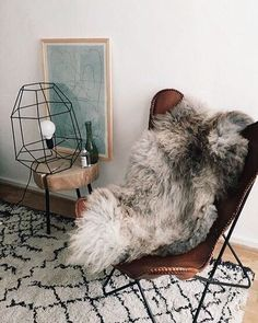 Grey faux fur skin rug urban outfitters home decor, hipster room ideas, minimal and cozy bedroom, living room inspo Room Inspiration, Interior Inspiration, Urban Outfitters Home, Interior Desing, Piece A Vivre, Home And Deco, Home And Living, Living Room, Small Living
