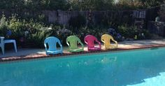 """OMG, this is amazing! I have old plastic chairs and I am stealing this idea!"" said a reader:"