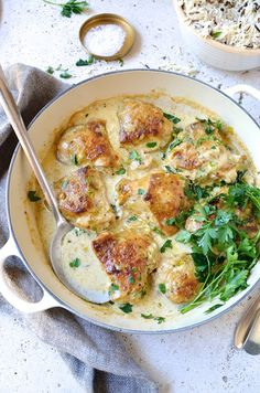 Incredible Chicken and leek casserole with a creamy white wine and mushroom sauce – simple and delicious family favourite and Banting friendly midweek supper! The post Chicken and leek casserole . Banting Recipes, Healthy Recipes, Cheap Recipes, Easy Recipes, Muffin Recipes, Diabetic Recipes, Delicious Recipes, Chicken And Leek Casserole, Onion Casserole