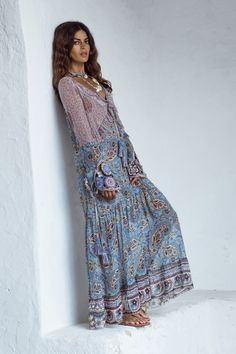 Known for their distinct bohemian aesthetic, Anjuna is a luxe resort wear and simwear brand that is inspired by art and culture. Boho Style Dresses, Boho Dress, Casual Dresses, Fashion Dresses, Summer Dresses, Long Dresses, Gypsy Style, Bohemian Style, Bohemian Print