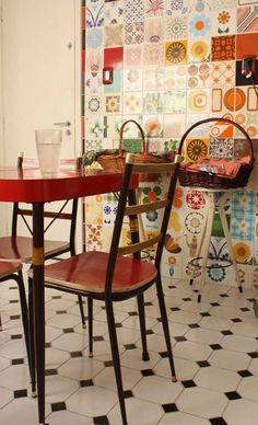 vintage kitchen love the wall tiles Deco Design, Küchen Design, House Design, Interior Design, Casa Retro, Retro Home, Decoration Inspiration, Interior Inspiration, Kitchen Tiles