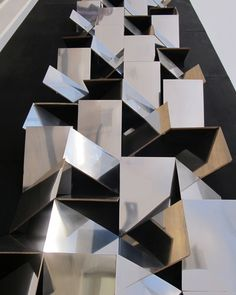 FOLDED FACADE 3D ART INSTALLATION MIRROR MIRRORED REFLECTION REFRACTED SHATTERED SILVER