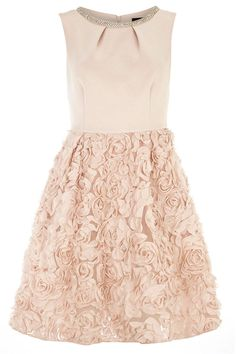Perfect for your bridesmaids, or to wear to prom! Beautiful detailing makes a strong impression here.