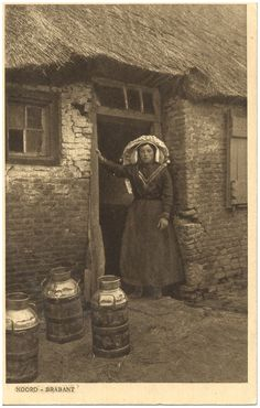 """""""Peasant in the frame before with three cans . Vintage Pictures, Old Pictures, Old Photos, Holland, Agriculture, Somewhere In Time, Dutch Colonial, Old Photography, The Old Days"""