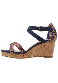 d3f52b30714 11 besten Shoes shoes shoes .. Bilder auf Pinterest | Schuhe, Pumpe ...