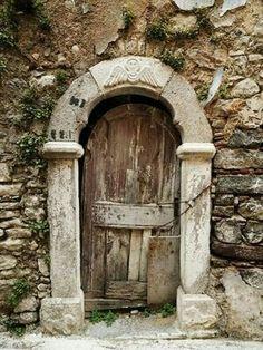Old door in Olympos village, Chios island, central Aegean sea, Greece Cool Doors, Unique Doors, The Doors, Windows And Doors, Door Knockers, Door Knobs, Porte Cochere, Vintage Doors, Door Gate