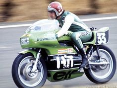 Percy Tait au Bol 1974. Sur sa Kawasaki, il faisait équipe avec Jean-François Baldé.