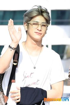 at Incheon International Airport - Hangyul Kpop, Thing 1, K Pop Music, Wattpad, Fandom, Thick And Thin, Picture Credit, Incheon, Airport Style