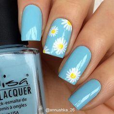 Daisy fresh nails